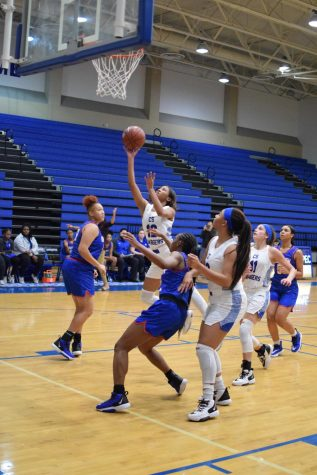 Girls Basketball Advances to Playoffs