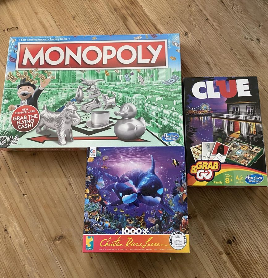 Playing+board+games+is+a+great+way+to+pass+the+time.
